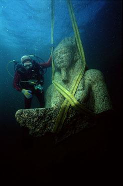 Képek jöttek az elveszett víz alatti városról